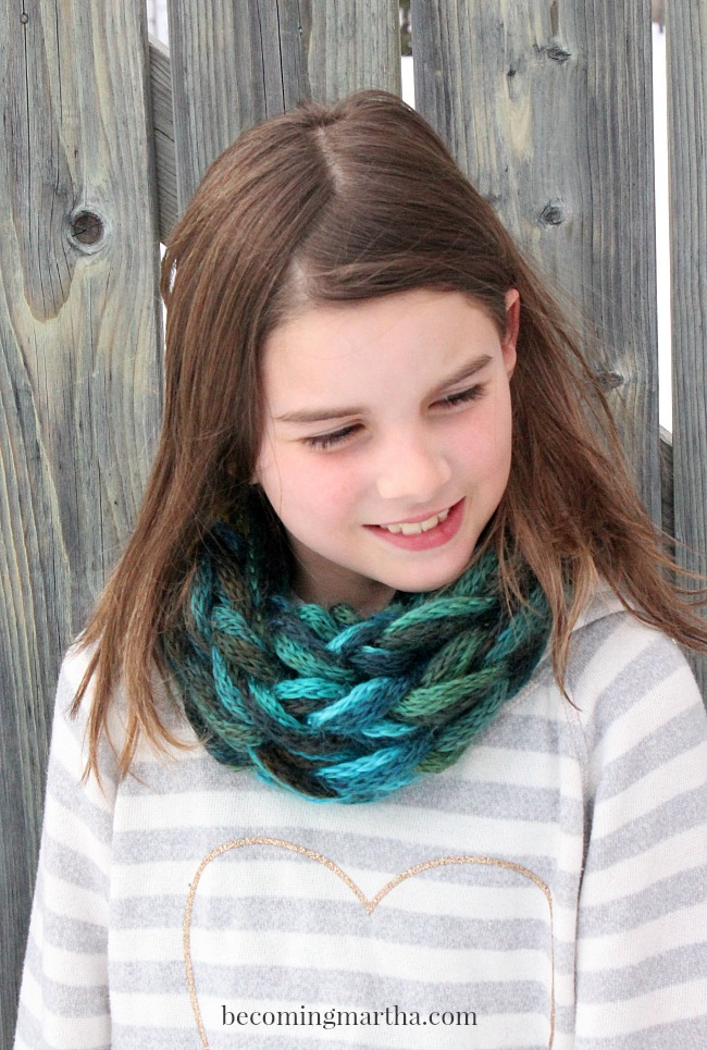 Arm Knit Cowl in 15 Minutes - Great for Kids and Adults!