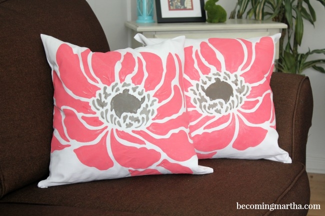 How to Easily Paint Pillows