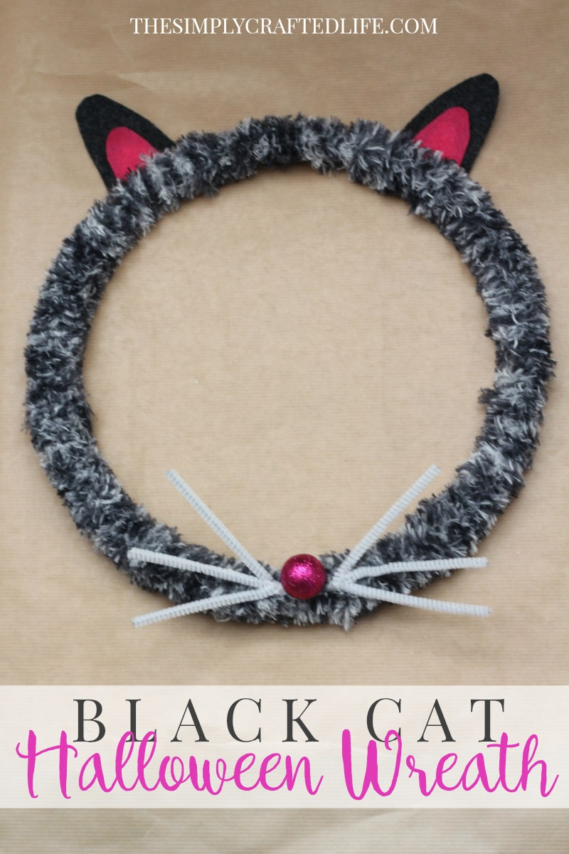 How to Make a Halloween Wreath - use an embroidery hoop and basic crafting supplies to create this adorable black cat Halloween wreath that's sure to add to your curb appeal!
